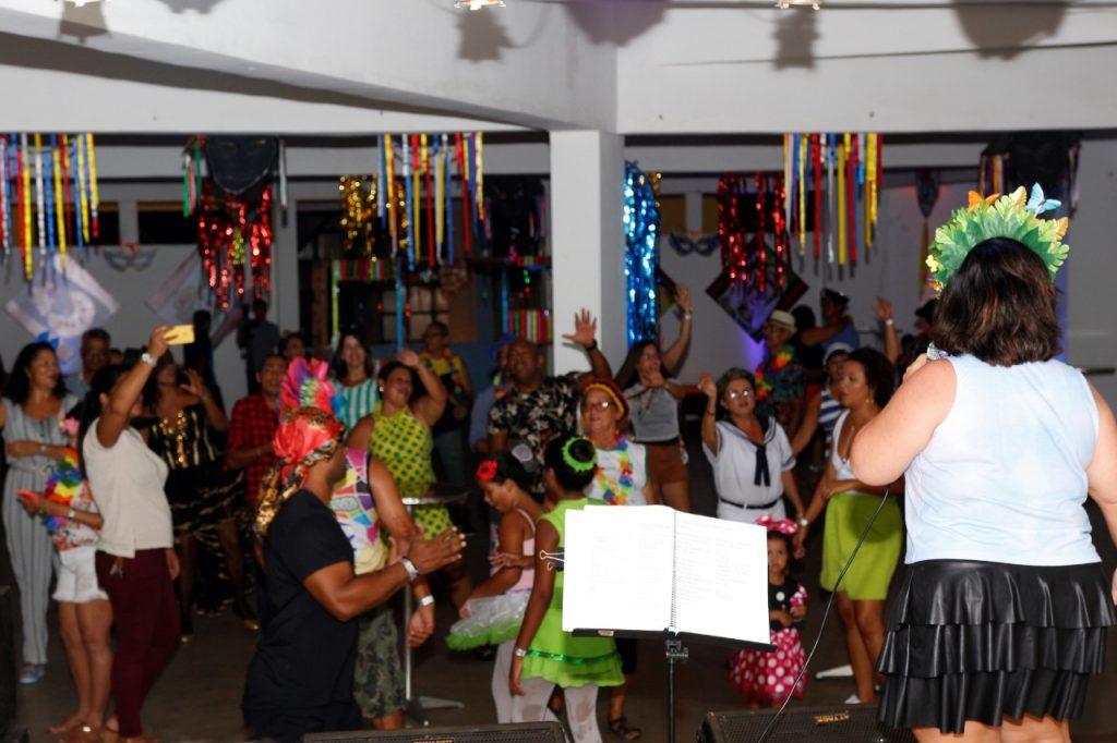 """Baile à Fantasia resgata tradição do """"Carnaval de Salão"""" na Assomal"""